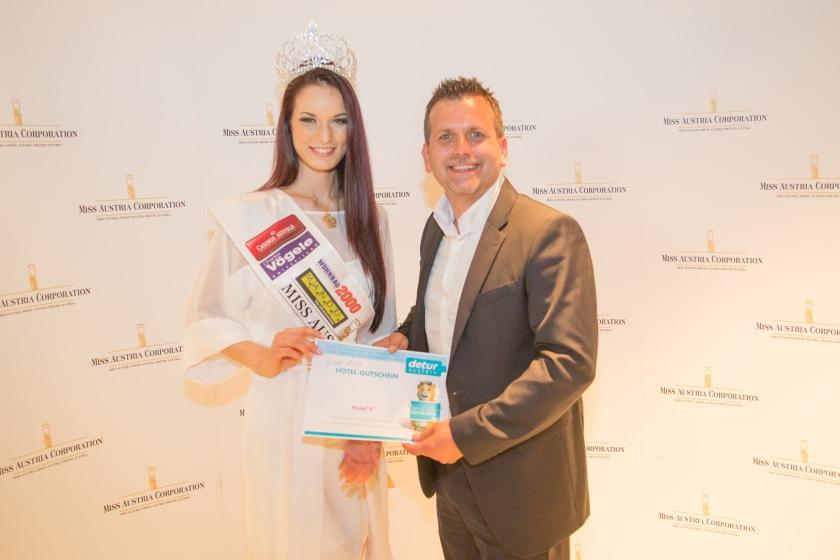 Detur Reisegutschein Übergabe an Annika Grill - Miss Austria 2015