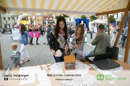 Unser Miss OÖ SOS Kinderdorf Spendenstand