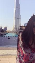 Weil der Dreh erst für den nächsten Tag geplant war, stand gleich mal Sightseeing am Programm. Darf ich vorstellen: Burj Khalifa, so groß dass er nicht aufs Foto passt.