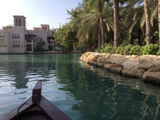 In Dubai ist alles möglich. Auch eine venezianische Bootsrundfahrt. So geschehen im Madinat Jumeirah Al Qasr Hotel.