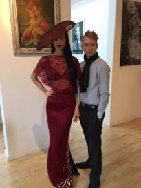 Annika mit Emanuel Burger_Designer Award Kleid_Hut Susanne Dullinger Millinery (3)