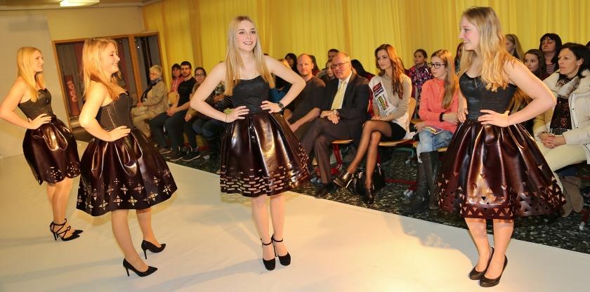 Miss Austria Annika Grill besucht Modeschule Ebensee