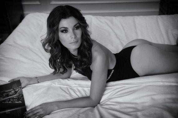 Carmen sexy in Szene gesetzt von Fotograf Manfred Baumann.