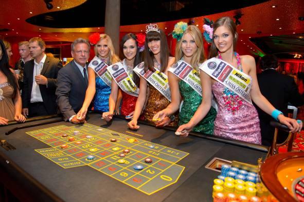 Miss Austria Wahl 2013, Casino Baden, Baden bei Wien, 23.6.2013, beste fünf (Ena KADIC, Doris HOMFANN, Jacqueline SAPPERT)