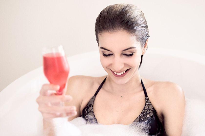 In der Badewanne mit Miss Austria und Spitz